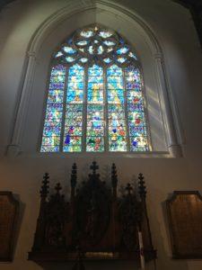 ライの観光スポット聖メアリー教会のステンドグラス