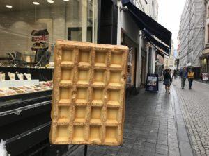 ブリュッセルの街中にあるワッフルのオブジェ