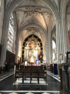 聖母マリア大聖堂の中の様子