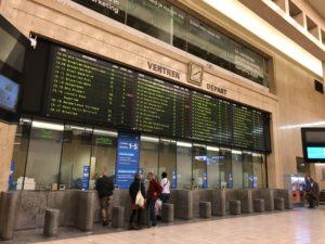 アントワープ行きの電車の時刻表