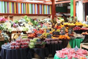 Borough marketに並ぶ新鮮なフルーツ