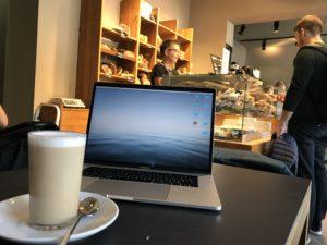 ベルリンのお洒落カフェで作業