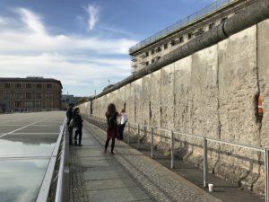 実際のベルリンの壁の一部が残る場所
