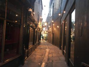 リッチモンドの街中のある雰囲気の良い裏路地
